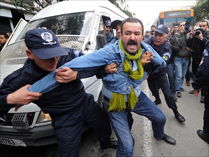 الجزائر ملكنا.. فاصمتوا وإلا عصا الشرطي!